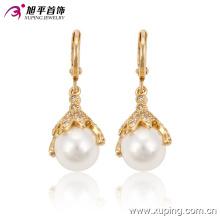 91187 venta al por mayor diseños de aretes de perlas hermosa bola blanca pendiente de oro accesorios joyas de diamantes nobles para las mujeres