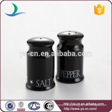 Venta al por mayor sencilla de cerámica sal y pimienta botella con negro acristalado