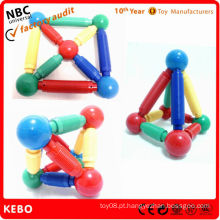 Brinquedos de auto-montagem para crianças