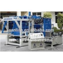 Machine automatique de fabrication / moulage de blocs de ciment