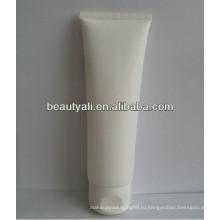 Пластиковая белая трубка с пластиковой крышкой