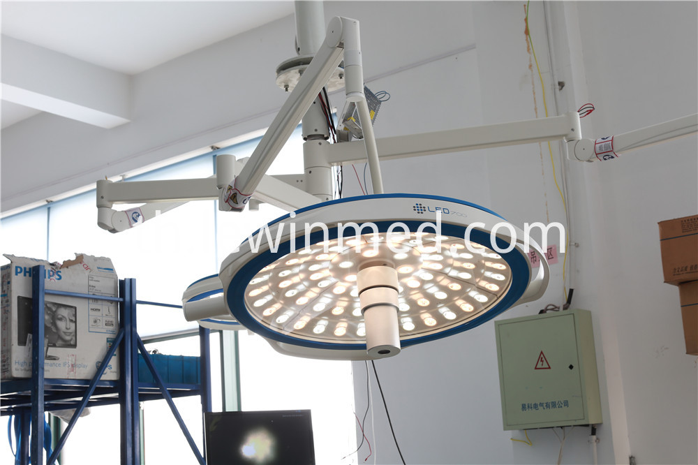 With camera system led operating lamp
