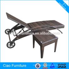 Chaise longue empilable en rotin de plage de siesta avec des roues