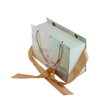 High-end Fancy Floral Printed Gift Box with Handle