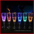 Vidros de Glamping da flauta de Champagne do diodo emissor de luz iluminam acima para o partido do BBQ da casa do Natal do Xmas