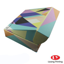 Verpacken von Wellkartons in Farbe