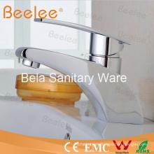 Grifo mezclador cosmopolita del lavabo del baño del ahorro de agua con solo agujero de la manija sola
