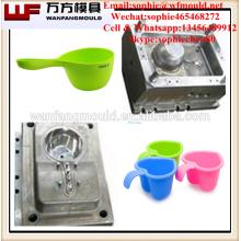 Moldeo por inyección del cucharón de agua del cucharón de agua del hogar Champú del bebé que hace moldes de la cucharada del baño del niño