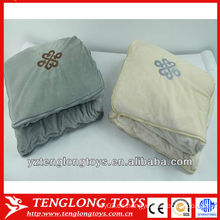 2 populares populares baratos en 1 manta de almohada para la decoración del hogar