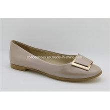 Sapatos de bailarina feminina lisa de couro com detalhes de moda