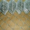 Clôture à mailles en métal