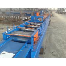 Machine de formage de panneaux muraux en acier