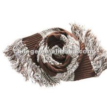 écharpes en laine tricotée