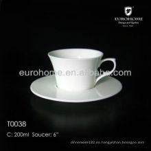 Taza de café blanca de la cerámica del restaurante para el banquete