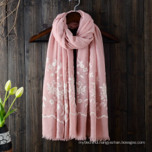 2017 New arrival autumn winter plain flower embroidery design cotton muslim hijab scarf dubai head scarf