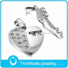Matel Jewelry Factory Moda de acero inoxidable Amante roto Pareja corazón Colgante Medallón Llano CZ Colgante de piedra