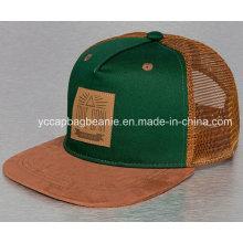 Chapéu do camionista do Snapback com logotipo do trajeto do couro