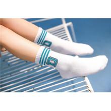 Niña linda de algodón calcetines calcetines de letras con encantadoras letras lindas en el manguito Moda Look calcetines