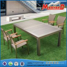 Tabela e cadeiras novas da extensão da mobília do jardim do projeto ajustadas