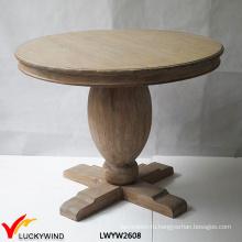Деревянный пьедестал коричневый стол
