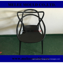 A mobília plástica do tumulto relaxa o molde da cadeira
