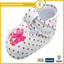 Schöne Mädchen häkeln Baby Mädchen Schuhe zum Gehen