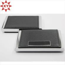 Porte-cartes de visite en cuir noir ouvert