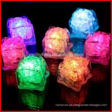 Cubos de hielo plásticos 12PCS LED Cubos de refrescos fríos surtidos multicolores reutilizables