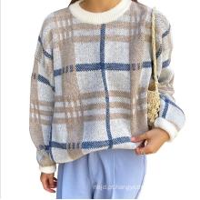 Um suéter de manga longa outono e inverno com gola redonda