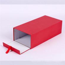 Kundenspezifischer roter Schlaggeschenkverpackungskasten mit Bändern