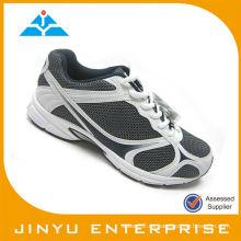 El deporte caliente de los zapatos de los hombres de la venta