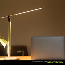 Diseño de la fábrica de China nuevo modelo lámpara de mesa llevada dual del ojo del ojo ligero que estudia las lámparas con el control del botón