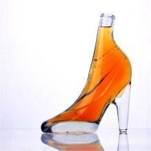 Bunte hochhackige geformte Glasflaschen