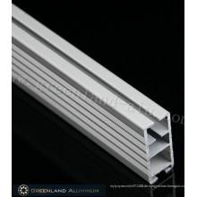 Untere Schiene aus Aluminium in schwerer Ausführung in quadratischer Form