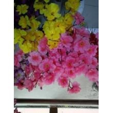 La fleur de beauté avec la décoration artificielle en soie