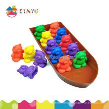 Apprendre le jouet en plastique comptant des ours pour les enfants