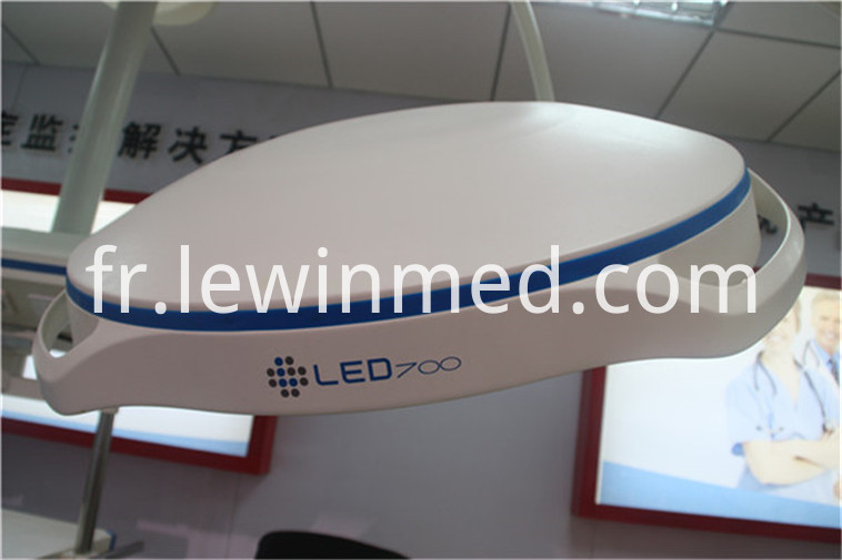 led operation light (31)