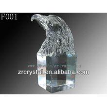 Mão de cristal esculpida águia cabeça