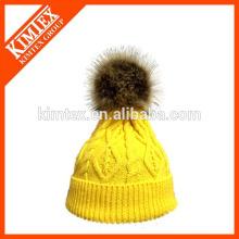 Горячая продажа трикотажные пользовательские акриловые шапочка шляпу с поддельной меха на вершине
