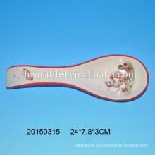 Resto de cuchara de cerámica con figurilla de mono