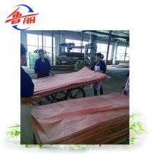 Folha de madeira natural ou projetada