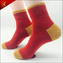Men′s Red Socks with Contrast Color Design
