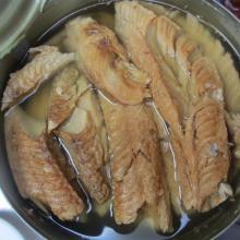 Filet de saumon rose en conserve à l'huile