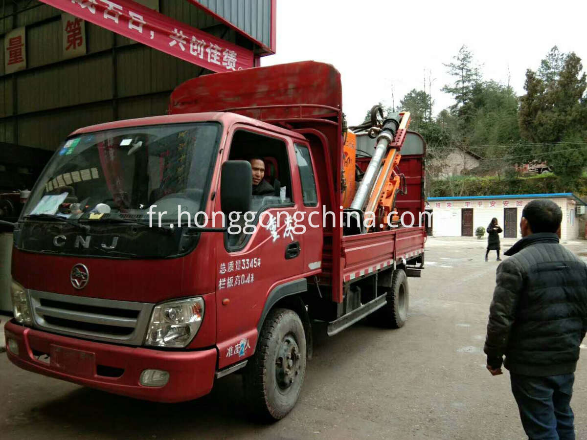 truck mounted highway guardrail drilling machine