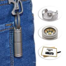 Linterna LED de titanio ajustable recargable por USB