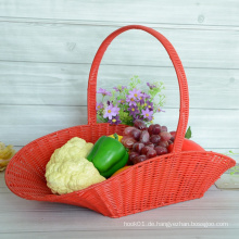 Roter spinnender Plastikrattan-Blumen-Korb
