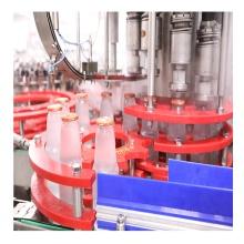Máquina automática de enchimento de garrafas de vidro para suco destilado