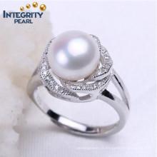 Anneaux de perles blanches Boucles d'oreille en perles d'eau douce 9-10mm Forme de bouton Bague de perles de conception simple 925