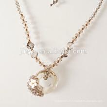 Collier en perles de cristal fait à la main