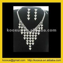 Комплект ювелирных изделий с ожерельем